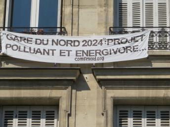 """Banderoles sur immeubles contre """"Gare du Nord 2024"""" img_1385.jpg"""