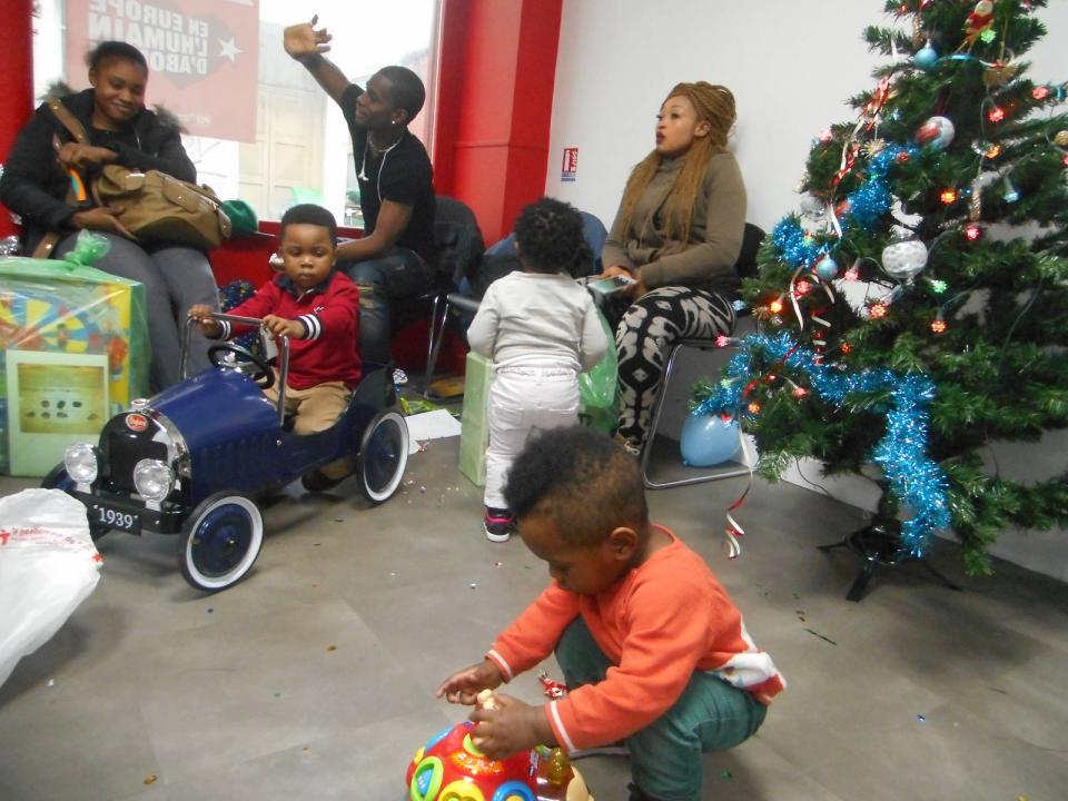 Au 57 boulevard de strasbourg la lutte continue pcf for Salon de coiffure pour enfant